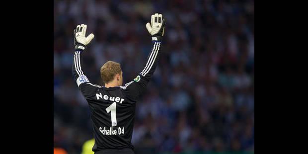 Schalke 04: Neuer giflé par un supporteur lors des célébrations