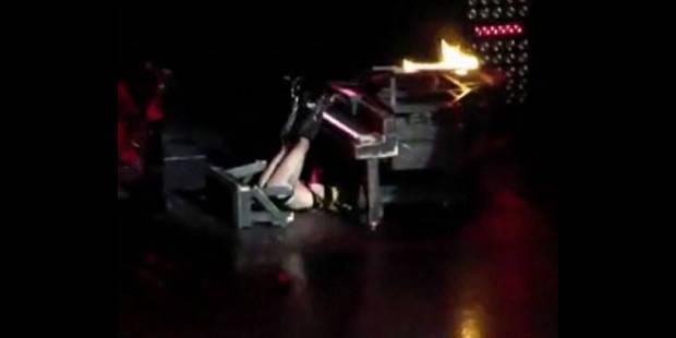 Lady Gaga fait une lourde chute sur scène