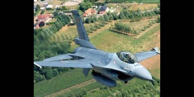 Les F-16 belges attaquent - La DH