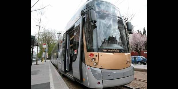 Un piéton renversé par un tram place Emile Bockstael - La DH