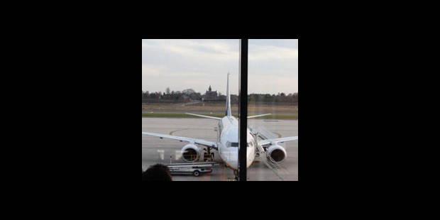 Un avion Ryanair forcé d'atterrir à Charleroi