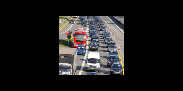 La E40 fermée à hauteur de Sint-Denijs-Westrem: un automobiliste tué - La DH