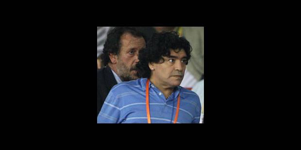 Maradona reporte son voyage en Europe - La DH