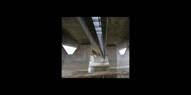 Il jette un enfant du haut d'un pont autoroutier - La DH