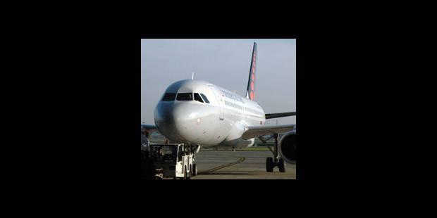 Un avion attaqué par des oiseaux - La DH