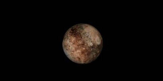 Pluton perd son statut de planète