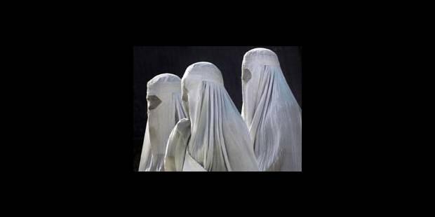 Le port de la burqa interdit - La DH