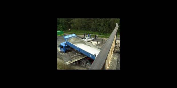 A 12: Un pont s'effondre partiellement - La DH