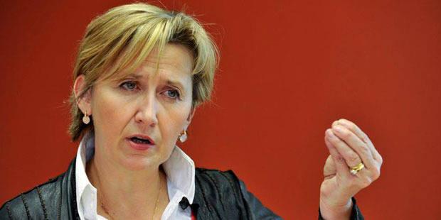 Touchée par un cancer du sein, Marie-Dominique Simonet démissionne - La DH