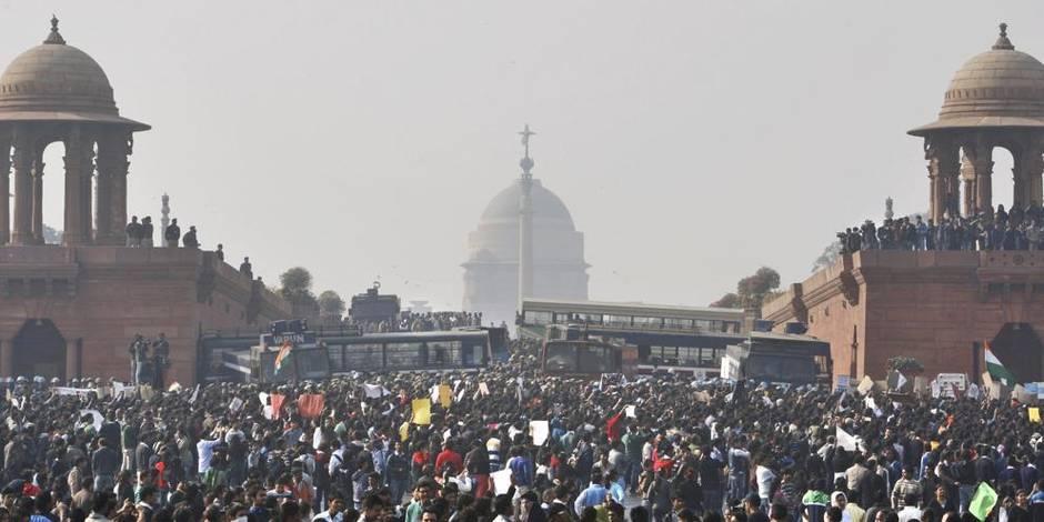 Viol collectif en Inde: prison à vie pour six Indiens