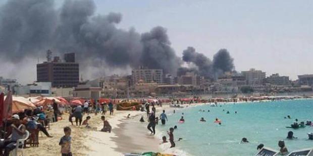 La photo qui choque: La ville est en feu, mais ils se baignent