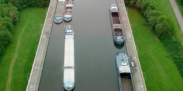 La circulation fluviale sur le canal Charleroi-Bruxelles a été rétablie - La DH