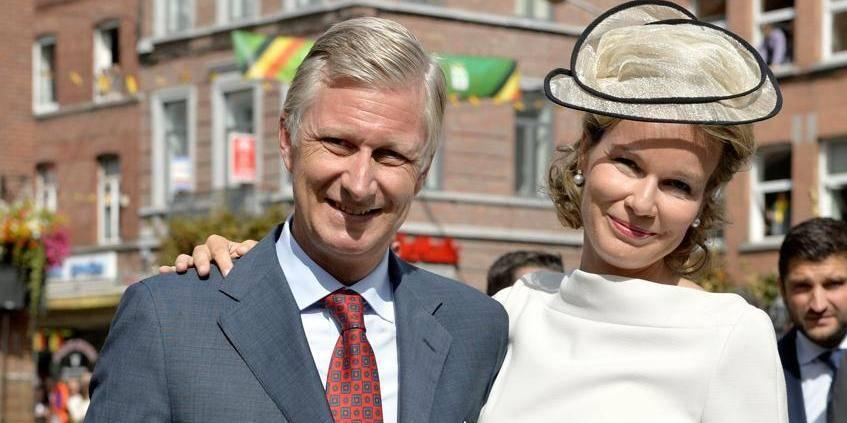 Joyeuse entrée: une foule enthousiaste salue le couple royal dans les rues de Wavre