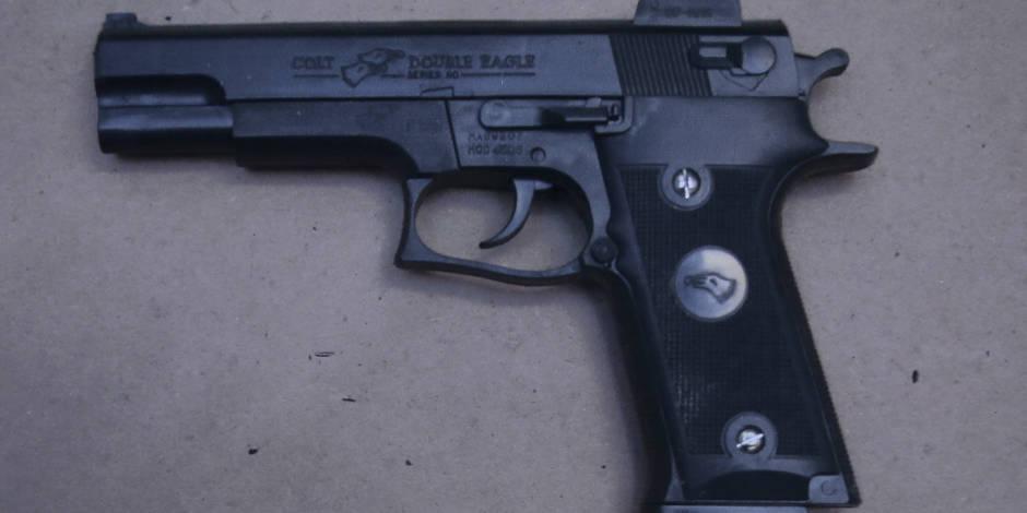 13 armes à feu retrouvées en 2012 dans les écoles