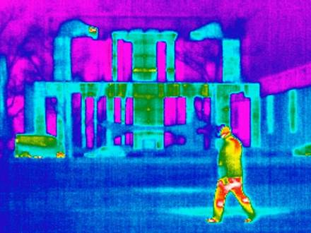 (dpa FILE) - A file picture dated 07 January 2009 shows a thermal image of the German Chancellery in Berlin, Germany. Despite all criticism, German Minister of Transport, Building and Urban Affairs Peter Ramsauer supports to undertake a broad urban building refurbishment, in which buildings shall have an 80percent net zero carbon footprint until 2050. Photo: Tim Brakemeier DPA / Reporters
