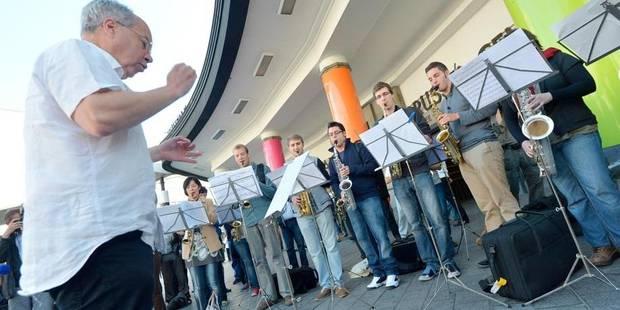 Manifestation en musique, gare Centrale - La DH
