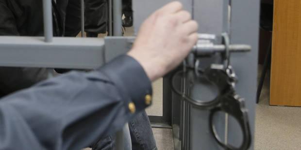 Un détenu appelle de sa cellule un commissariat et menace un policier - La DH