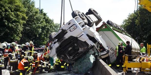 Un mort dans une collision en cha�ne sur la E40 � Nevele, le routier n'avait pas frein�
