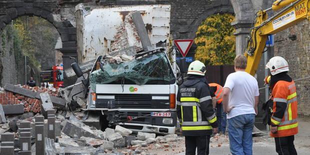 Un camion détruit une arche de l'abbaye de Villers - La DH