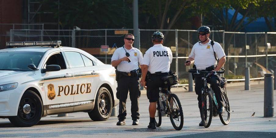 Le garçon de 13 ans se promène avec un fusil à plomb: la police l'abat