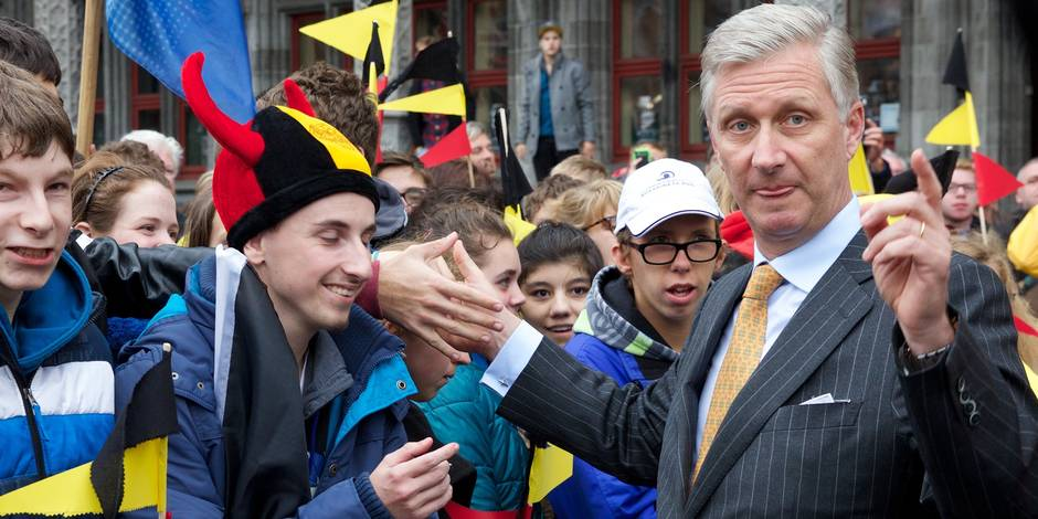 Quelque 10.000 personnes acclament le couple royal à Bruges