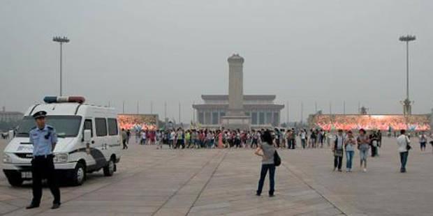 Un véhicule percute une foule rassemblée place Tiananmen: 5 morts et 38 blessés - La DH