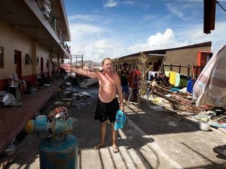 20131113 bezoek aan zwaarst getroffen stad door orkaan Yolanda - Tacloban Pierre Anciaux