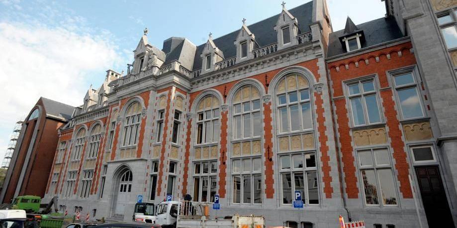 Port du voile une asbl bruxelloise porte plainte contre - Porter plainte pour diffamation belgique ...