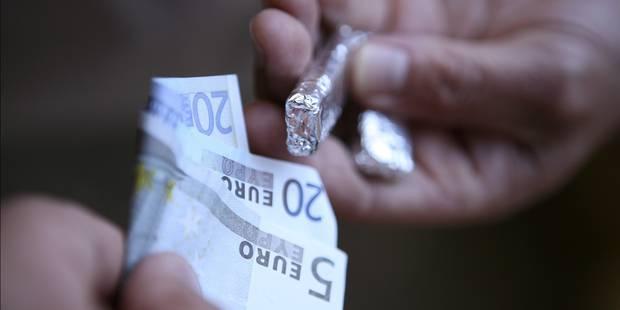 Anderlecht: des dealers en possession de 7.000€ dans un café - La DH