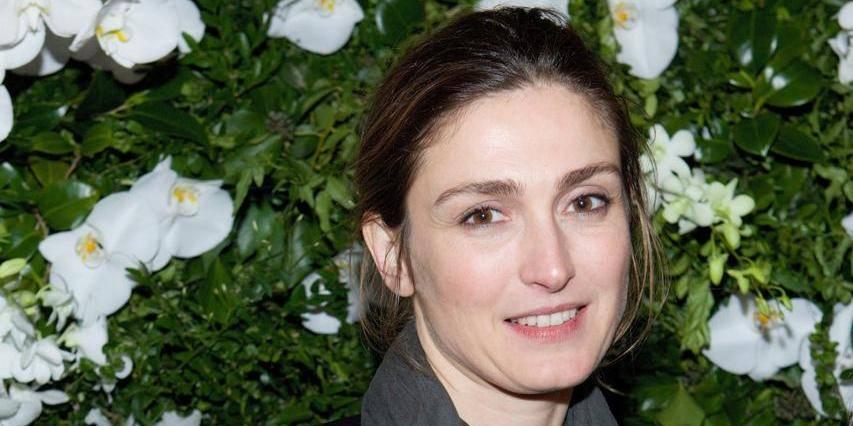 Julie Gayet nommée aux César pour un rôle où elle s'appelle...Valérie