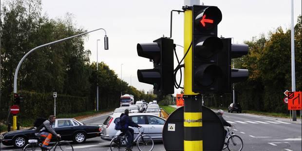 Les feux de signalisation bruxellois désormais commandés à distance - La DH