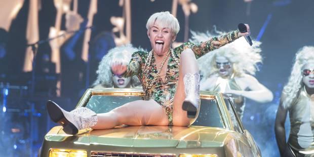 Miley Cyrus nue et sensuelle pour Terry Richardson, les