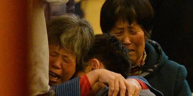 Vol MH370: les sanglots et la douleur indicible des familles - La DH