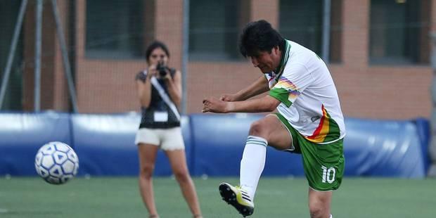 Evo Morales signe dans une �quipe pro de foot
