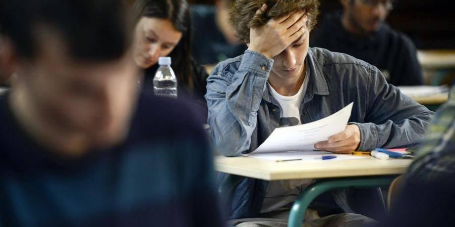 """France: des milliers de lycéens signent une pétition contre un examen """"trop dur"""""""