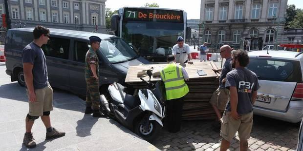 Malaise d'un chauffeur, un bus Stib dans le décor - La DH
