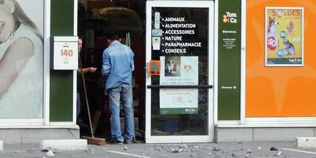 Deux magasins attaqués à la voiture-bélier - La DH
