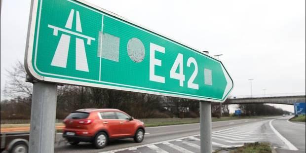 Collision sur la E42: l'autoroute rouverte à la circulation à Daussoulx - La DH
