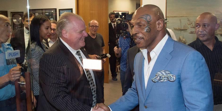 Mike Tyson pète les plombs et insulte un journaliste