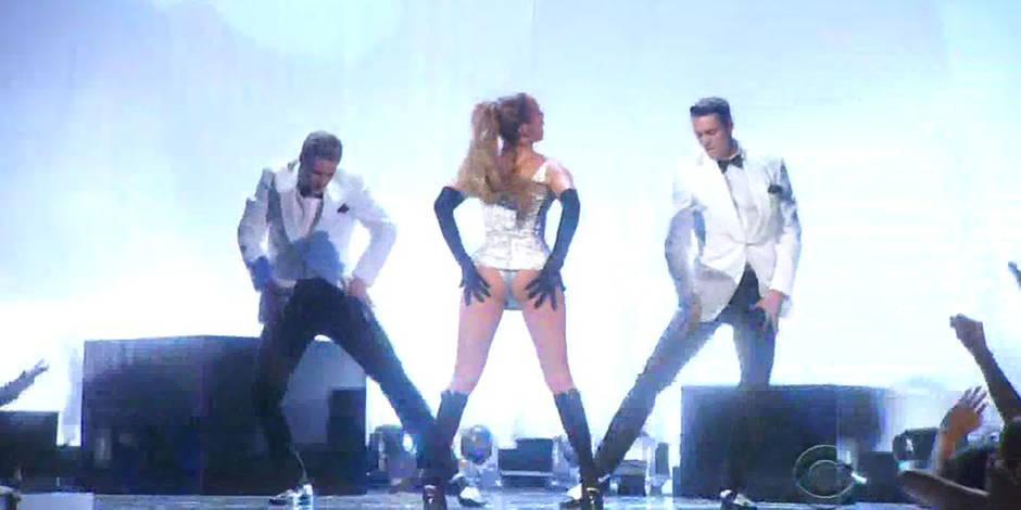 Jennifer Lopez met le feu sur scène...