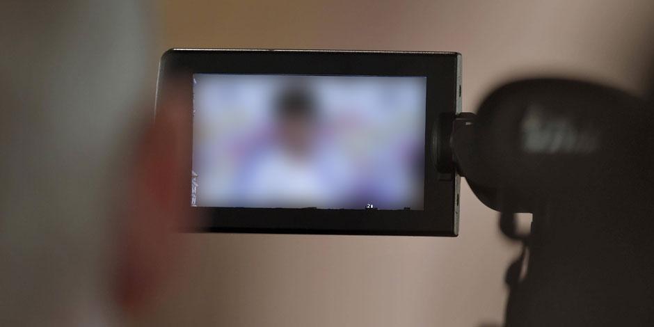 Il filmait sa belle-fille dans son bain pour se rincer l'oeil - La DH
