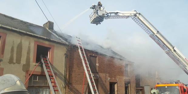 Trois maisons endommagées par un incendie à Wanfercée-Baulet - La DH