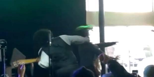 Afroman devient fou et frappe une femme sur scène - La DH