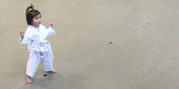 A 3 ans, elle apprend le taekwondo et séduit le web - La DH