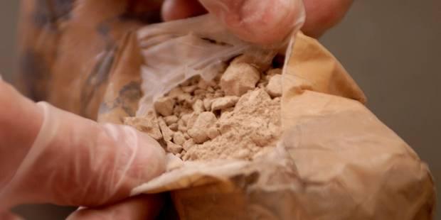 Leur copain en profite pour rapporter un kilo d'héroïne - La DH