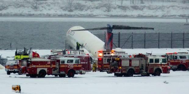 New York: Un avion dérape et sort de la piste, 24 blessés légers - La DH