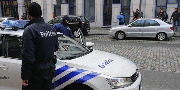 Une policière à la main baladeuse - La DH