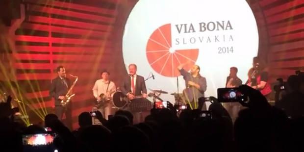 Une vidéo du président slovaque jouant rock-star fait vibrer l'internet - La DH