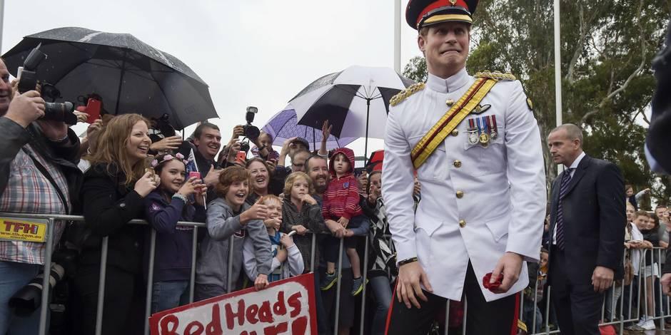 """Le prince Harry """"déteste"""" les selfies, mais aime les rouquins"""