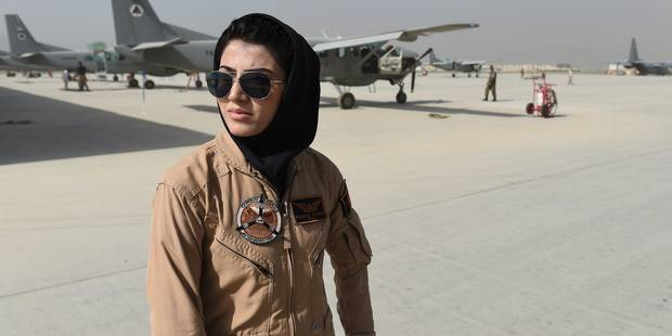 """""""Top Gun Afghane"""", la première femme pilote qui vole au dessus des préjugés - La DH"""